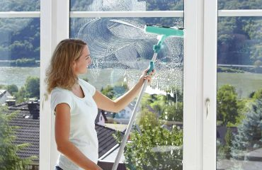 How to Clean House Window